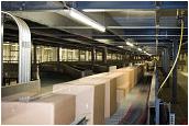 Blondsteve-120566695-Pakete-verteilt-auf-Boot