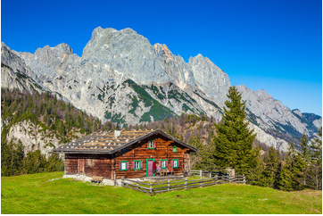 JFL-Photography-92209201-Traditional-mountain-chalet-in-the-Alps-in-autumn